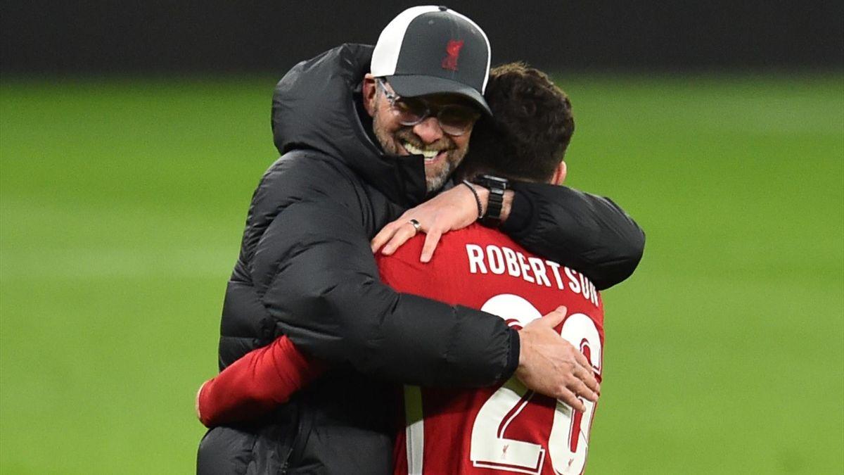 Jürgen Klopp herzt Andrew Robertson - FC Liverpool vs. RB Leipzig