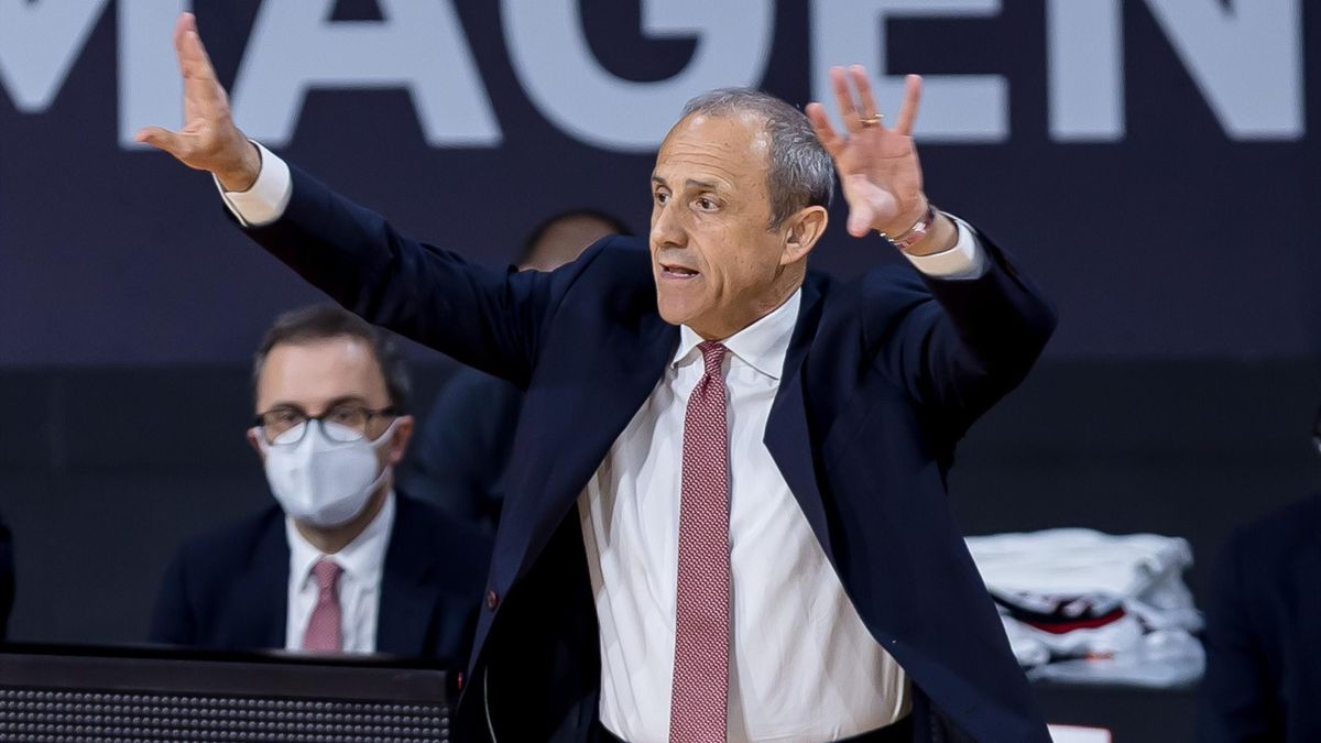 head coach Ettore Messina of AX Armani Exchange Milan gestures during the 2020/2021 Turkish Airlines Euroleague Play Off Game 4 between FC Bayern Munich and AX Armani Exchange Milan at Audi Dome on April 30, 2021 in Munich, Germany