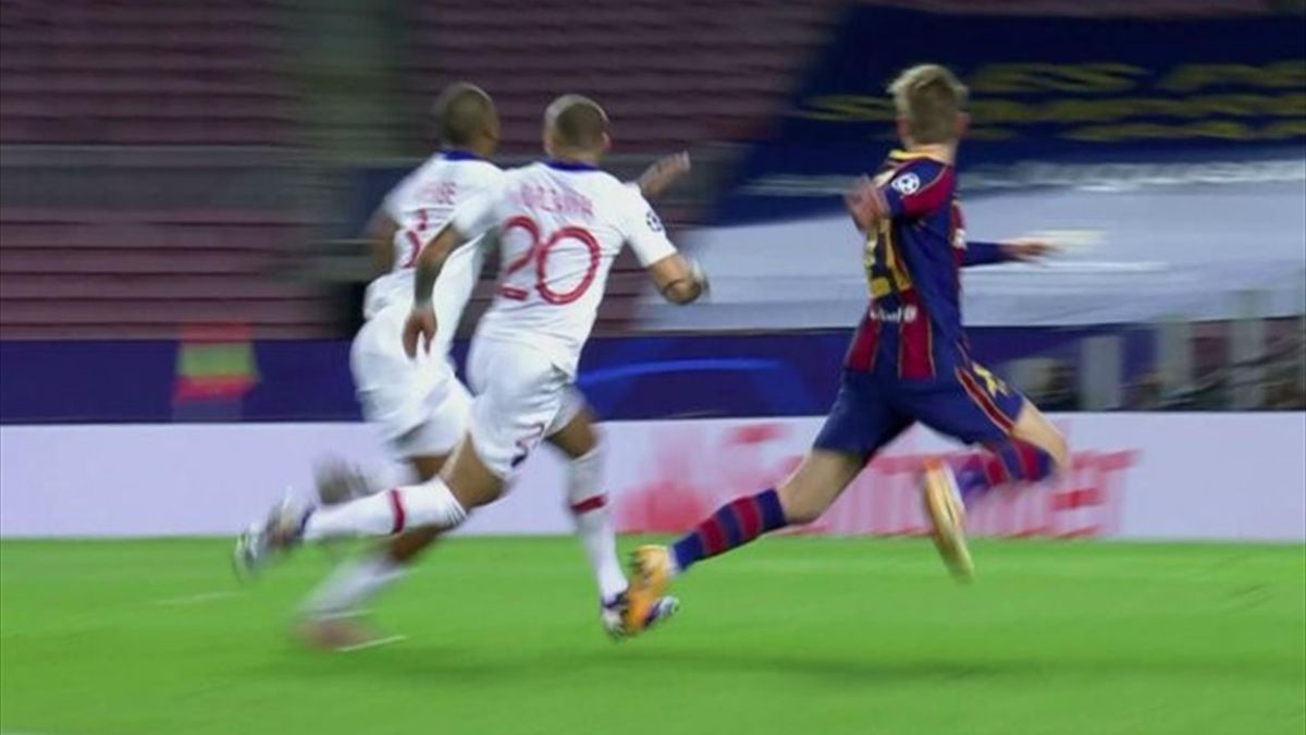 Il contatto fra Kurzawa e De Jong che è costato il rigore, Barcellona-PSG