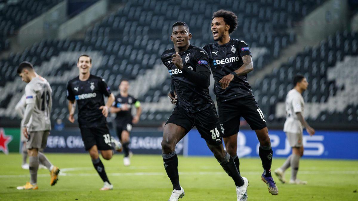 Breel Embolo (Borussia Mönchengladbach) bejubelt seinen Treffer gegen Schachtjor Donezk