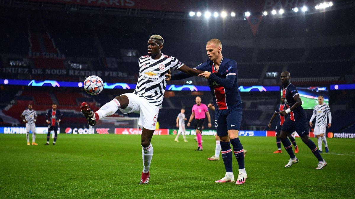 Paul Pogba (l.) im Zweikampf mit PSG-Abwehrspieler Mitchel Bakker