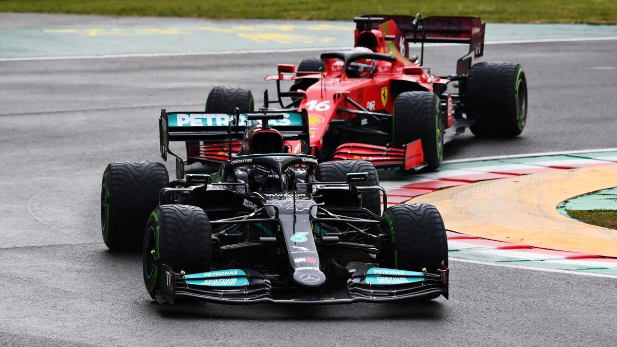 Lewis Hamilton (Mercedes) vor Charles Leclerc im Ferrari