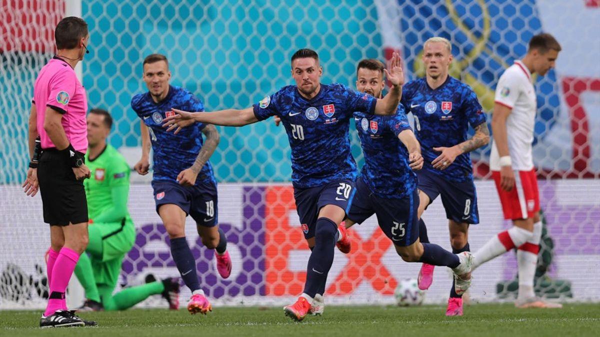 L'esultanza dei giocatori della Slovacchia - Polonia-Slovacchia Euro 2020