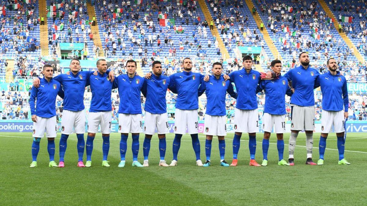 La Nazionale azzurra schierata prima del calcio d'inizio di Italia-Galles - Euro 2020