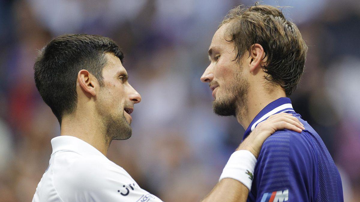 Novak Djokovic et Daniil Medvedev après la finale de l'US Open 2021.