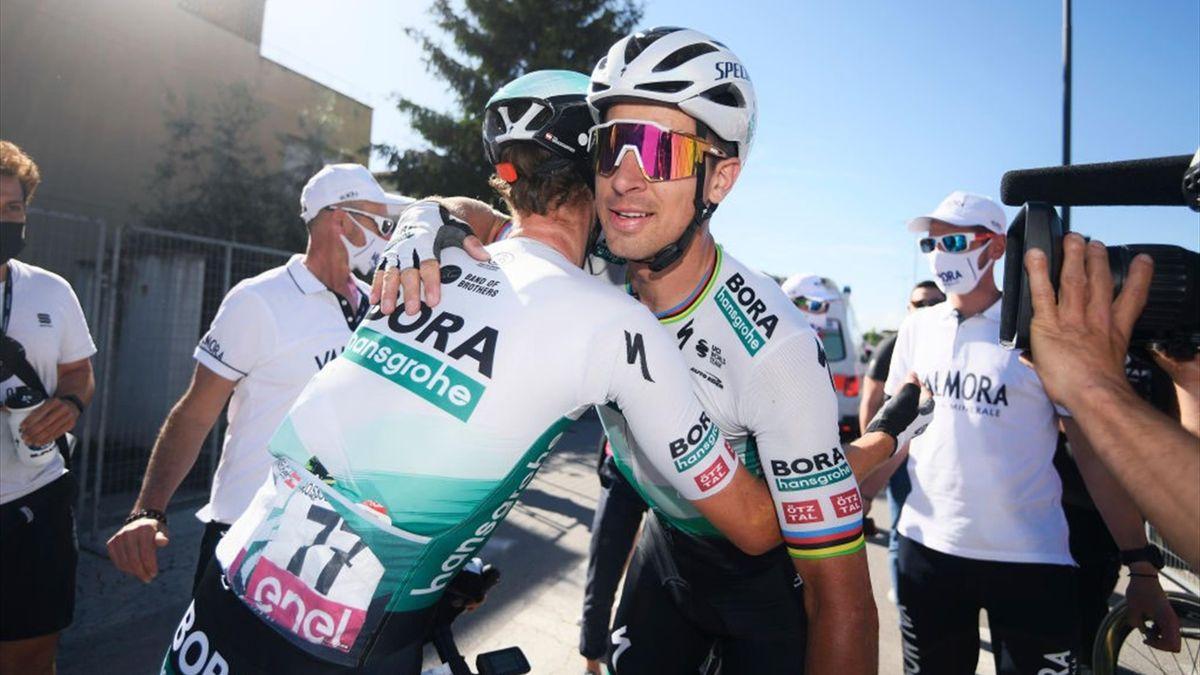 Peter Sagan esulta dopo la vittoria di Foligno - Giro d'Italia 2021