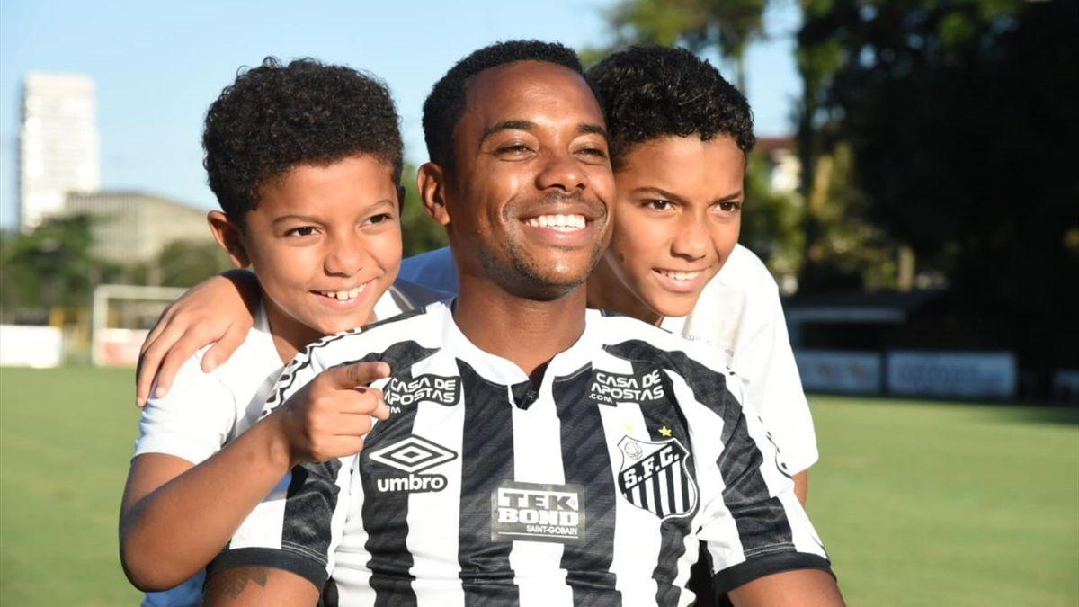 Robinho a revenit după 15 ani la Santos