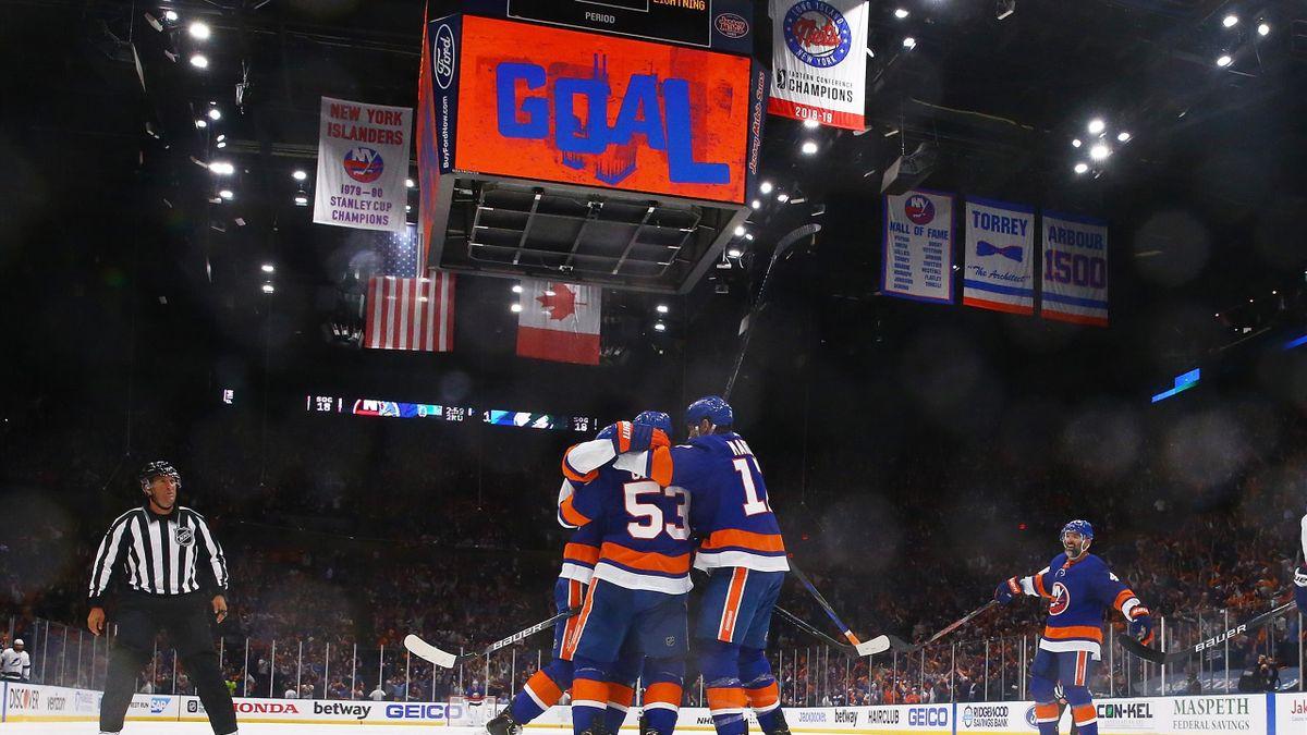 Tampa Bay Lightning célèbre un but face aux New York Islanders en playoffs NHL