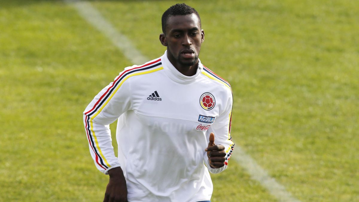 Colombia's Jackson Martinez runs during a training session in Santiago, June 19, 201