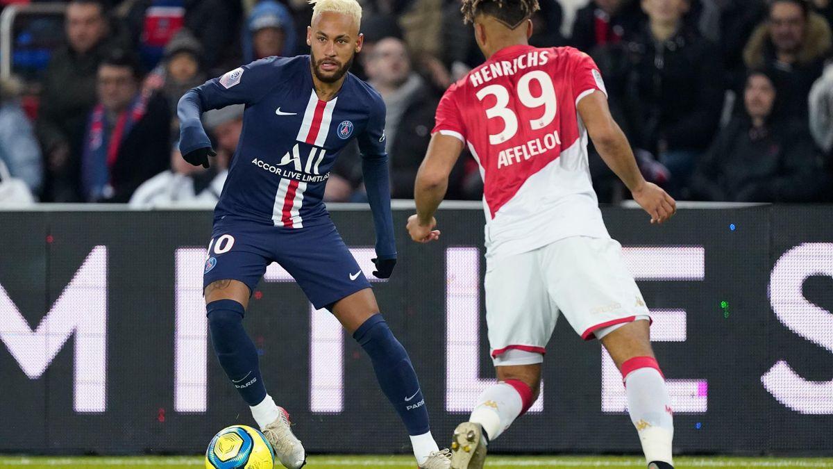 Neymar (PSG,) vs Benjamin Henrichs (Monaco)