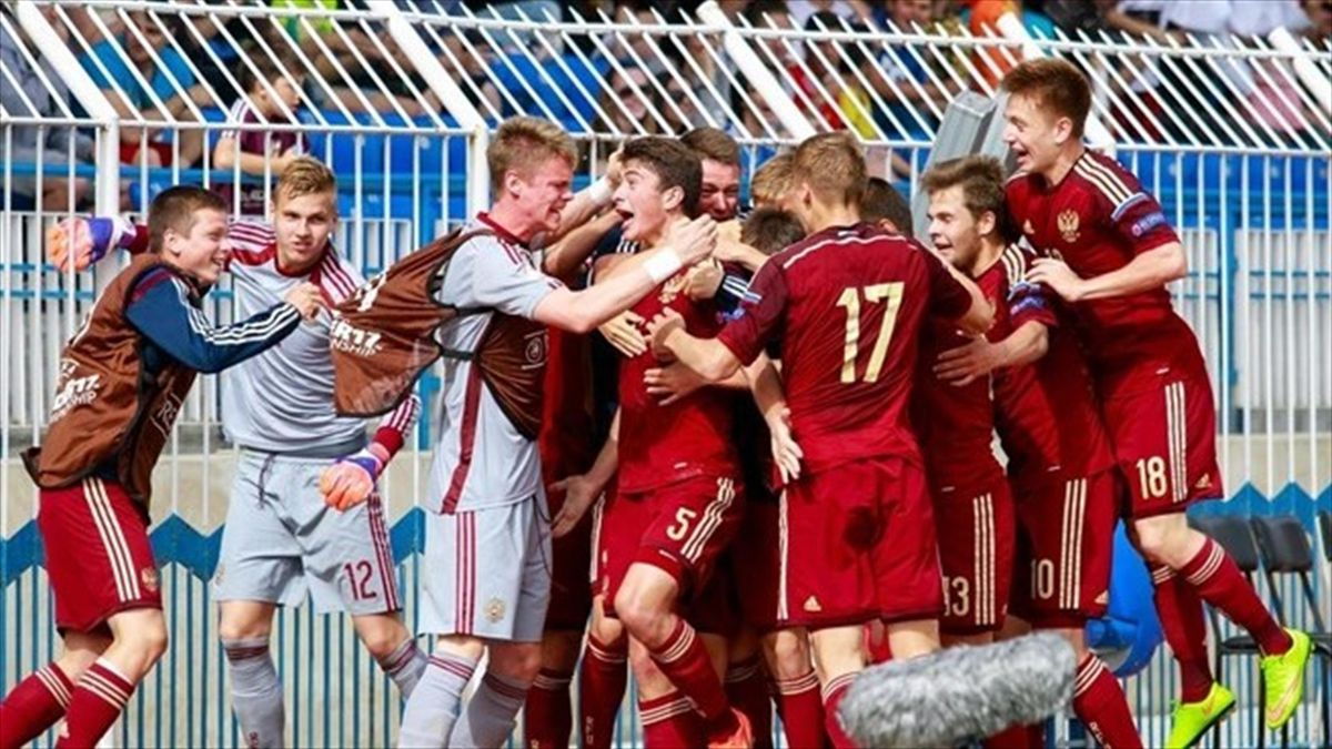 Алексей Татаев приносит юношеской сборной России путевку в полуфинал Евро-2015