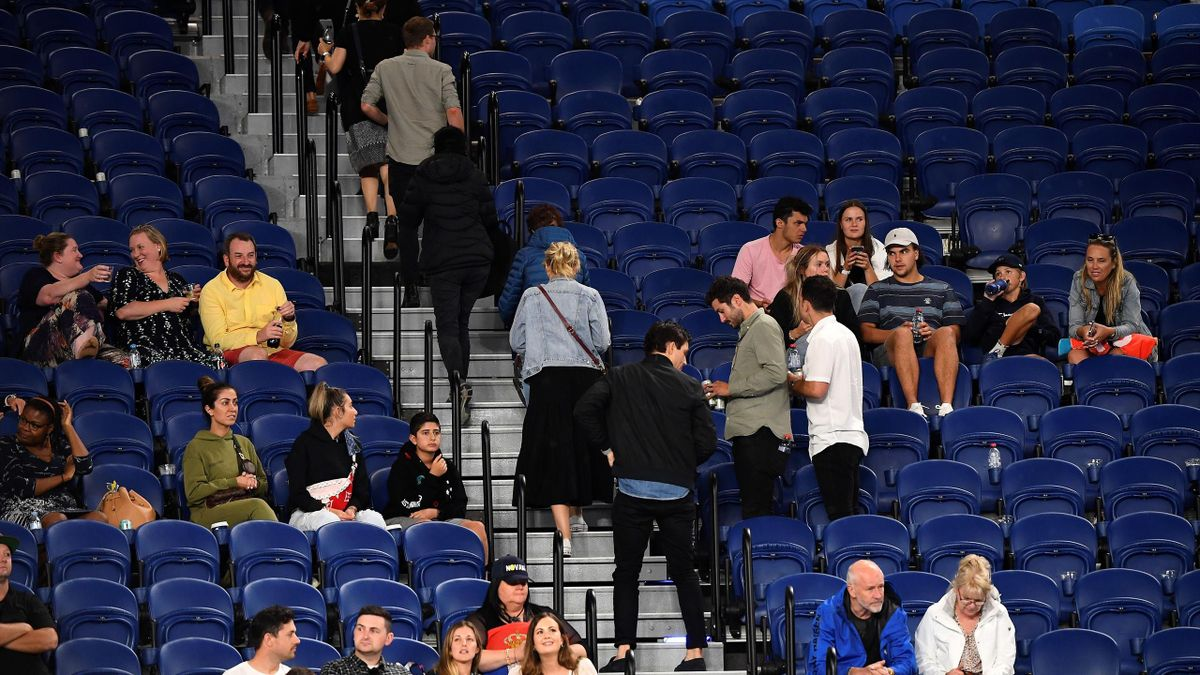 Зрителей выгнали с матча Джоковича из-за начала локдауна