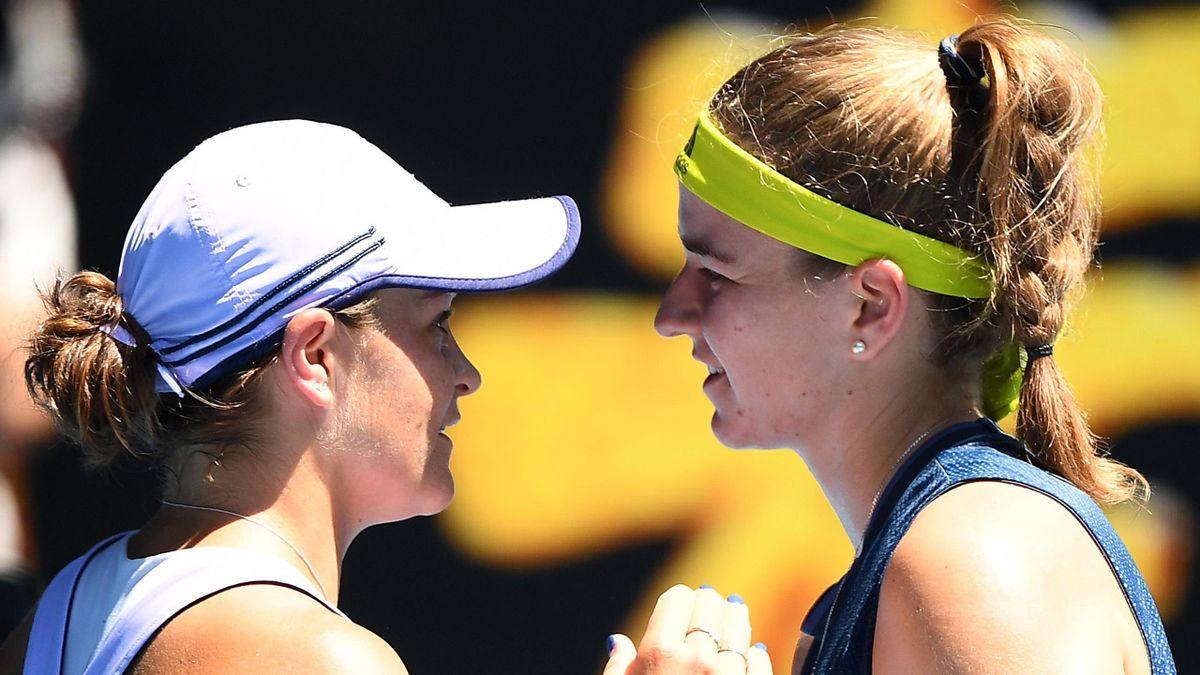 Ash Barty (L) and Karolina Muchova (R)