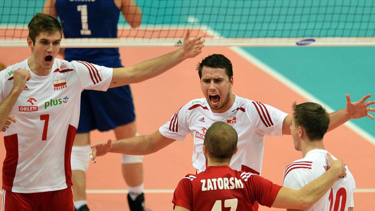 Les joueurs de la Pologne fêtent leur victoire mondiale contre le Brésil