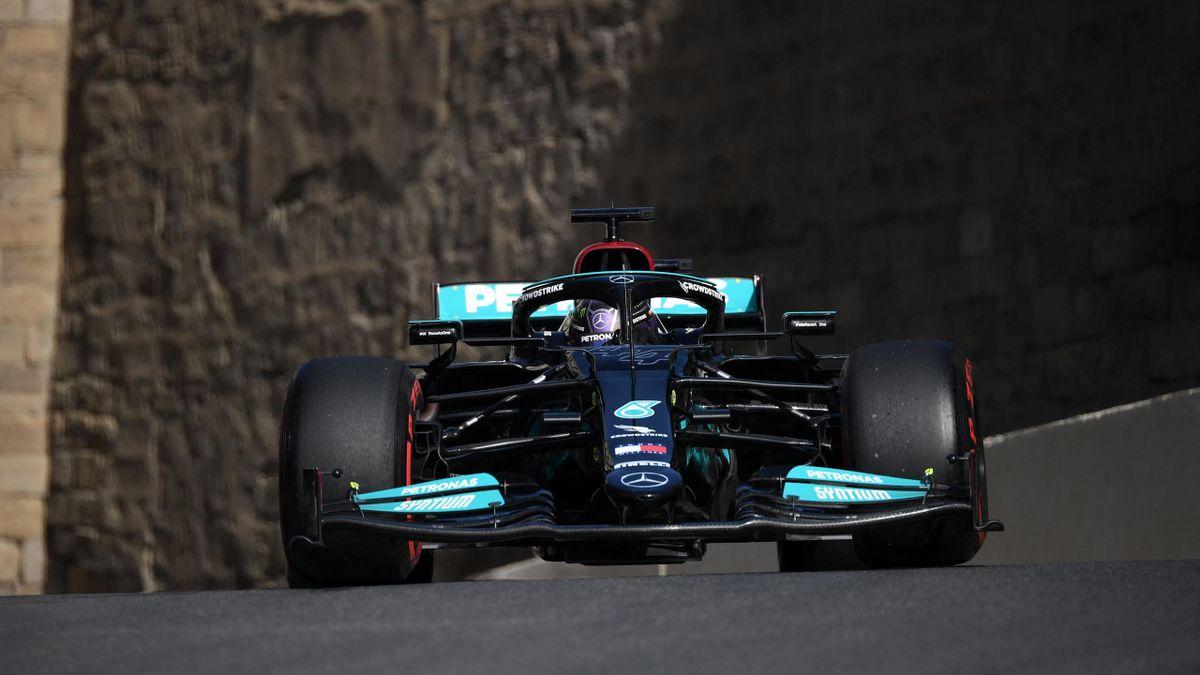 Lewis Hamilton (Mercedes) auf dem Stadtkurs in Baku