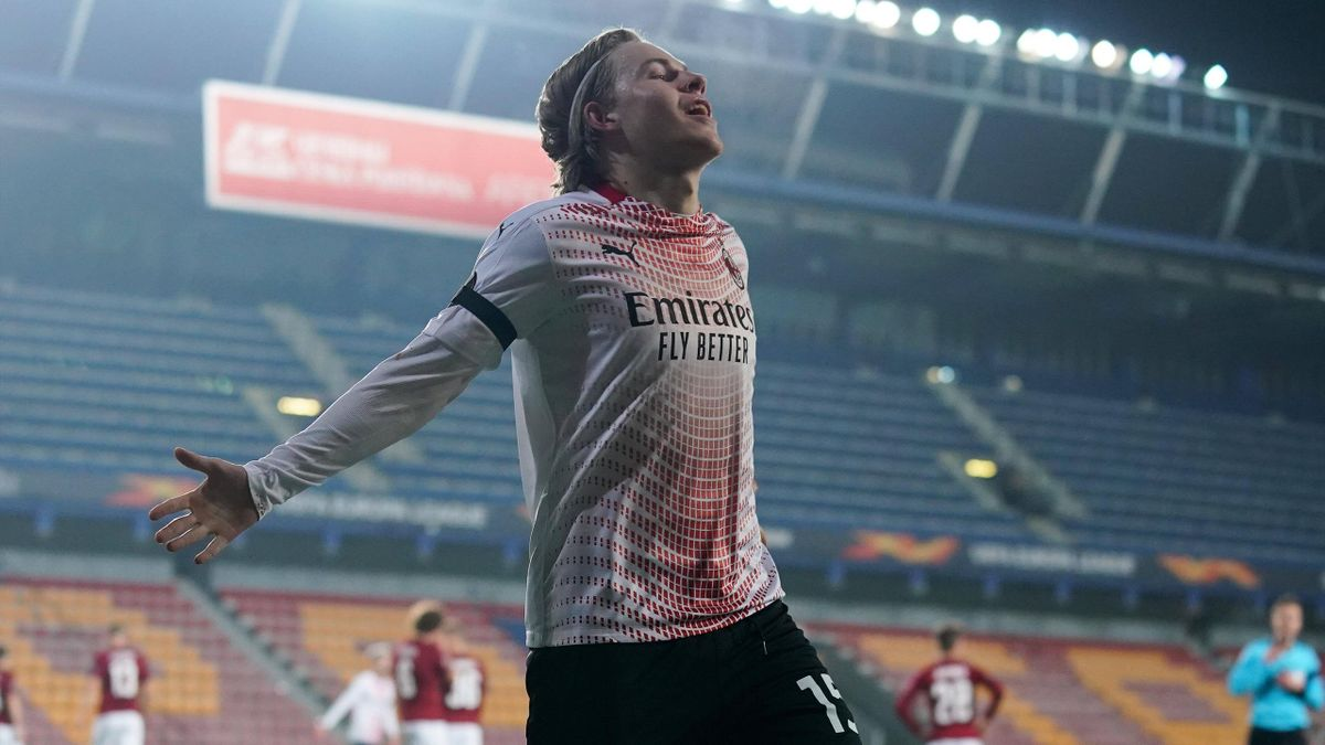 Il gol di Hauge in Sparta Praga-Milan