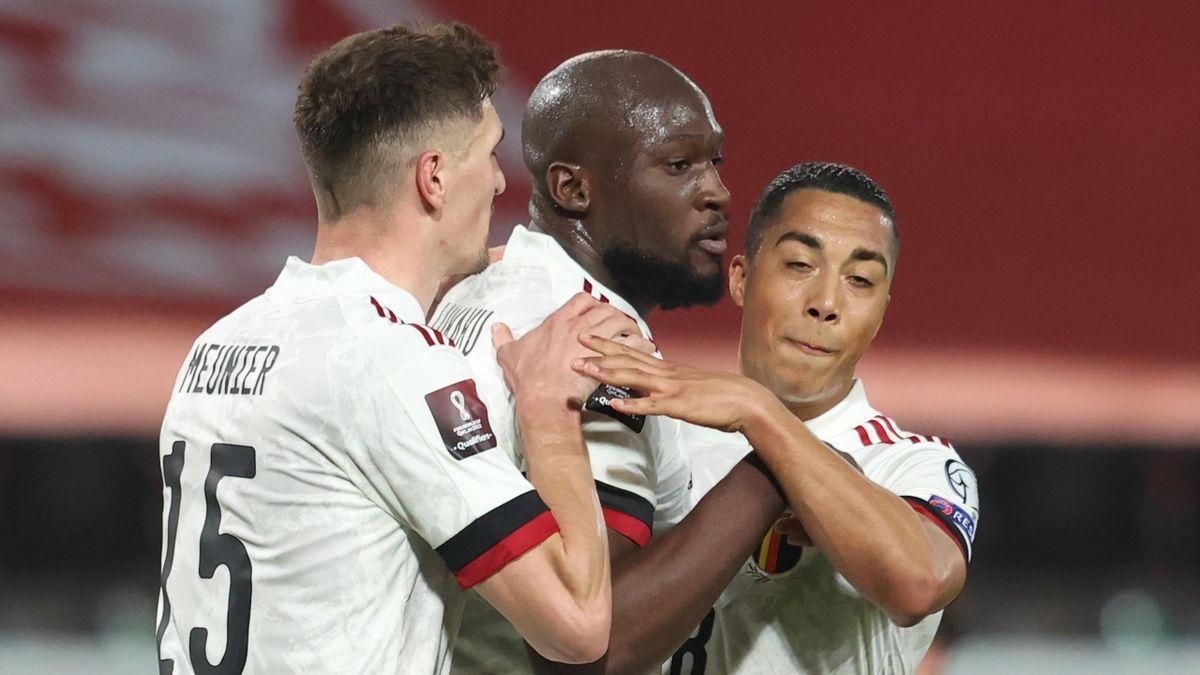 Romelu Lukaku (C) celebrates scoring for Belgium