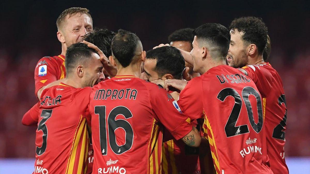 L'esultanza dei giocatori del Benevento