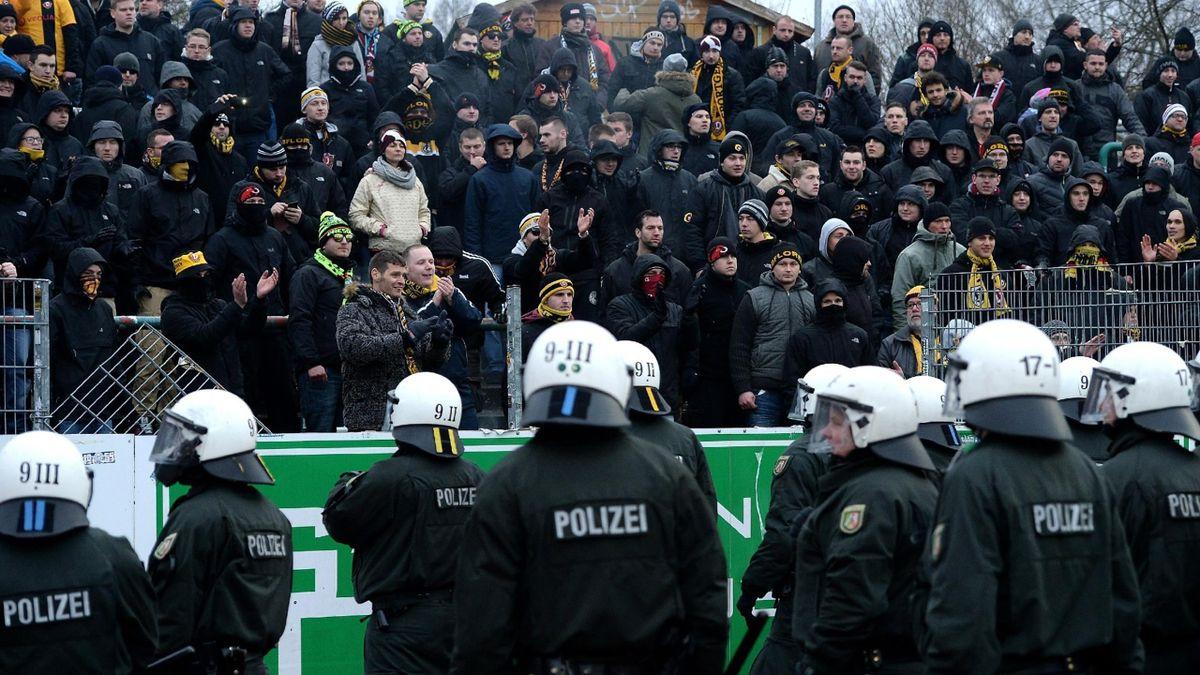 Полиция на матче дрезденского «Динамо»