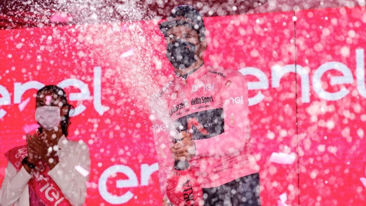 Filippo Ganna sul podio di Canale - Giro d'Italia 2021