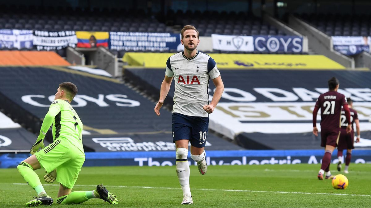 Harry Kane of Tottenham Hotspur celebrates after scoring their team's first goal from the penalty spot during the Premier League match between Tottenham Hotspur and Leeds United at Tottenham Hotspur Stadium on January 02, 2021 in London, England.