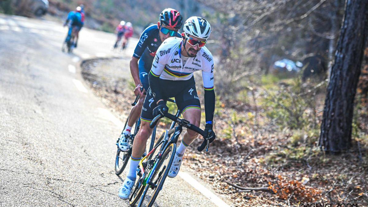 Julian Alaphilippe et Egan Bernal lors du Tour de la Provence (Crédit : James Startt / Agence Zoom)