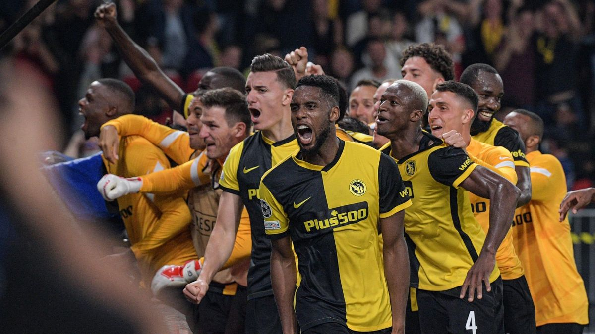Young Boys' US forward Jordy Siebatcheu Pefok (C) celebrates after scoring a goal with teammates during the UEFA Champions League Group F football match between Young Boys and Manchester United at Wankdorf stadium in Bern, on September 14, 2021. (Photo by