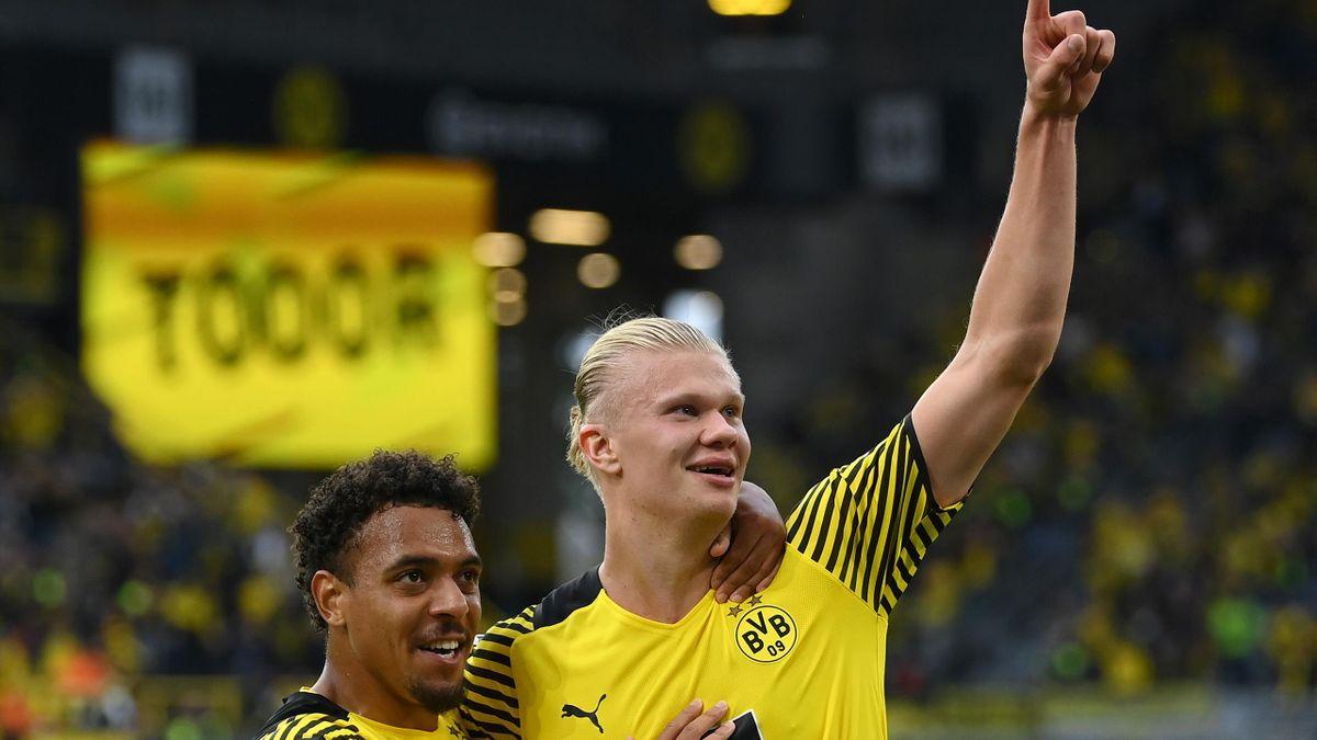 Erling Haaland of Dortmund celebrates his goal with  Donyell Malen, Borussia Dortmund vs. Union Berlin, Bundesliga, Signal Iduna Park, Dortmund, September 19, 2021