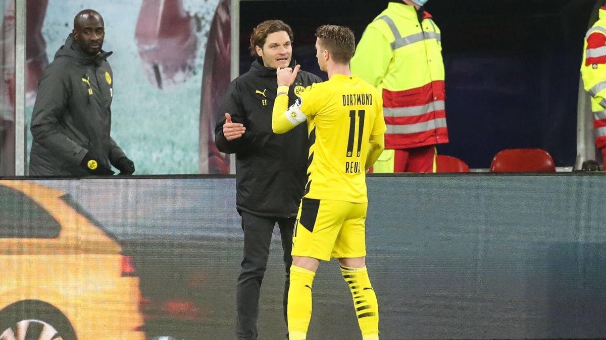 BVB-Trainer Edin Terzic im Gespräch mit Marco Reus