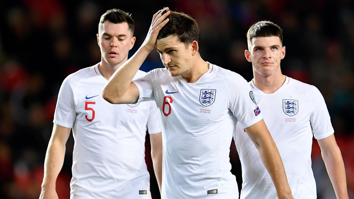 Michael Keane , Harry Maguire and Declan Rice of England look on during the UEFA Euro 2020 qualifier between Czech Republic and England at Sinobo Stadium on October 11, 2019