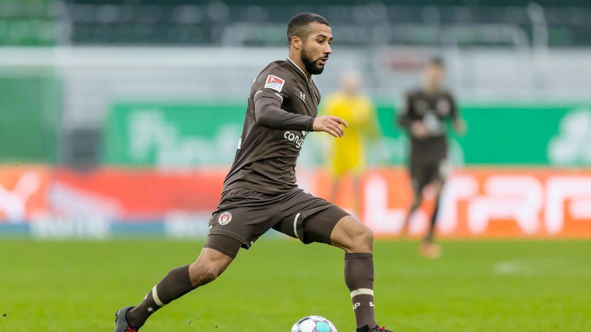 Daniel-Kofi Kyereh vom FC St. Pauli am Ball
