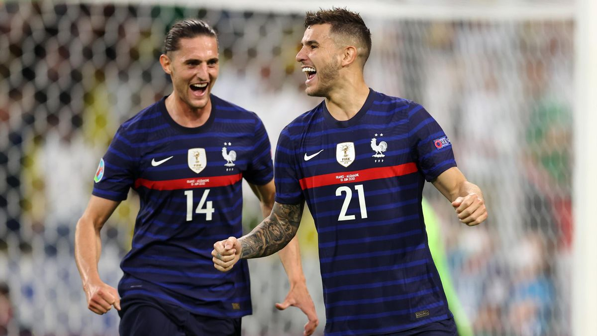 Lucas Hernández (r.) jubelt mit Frankreich im Spiel gegen Deutschland