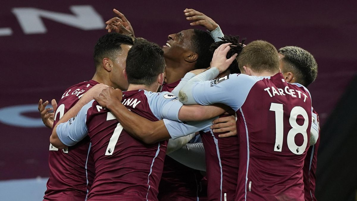 Aston Villa's English defender Kortney Hause (C) celebrates scoring the second goal during the English Premier League football match between Aston Villa and Crystal Palace