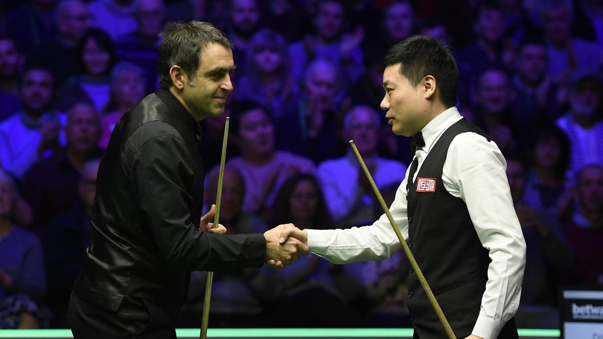Ronnie O'Sullivan shakes the hand of Ding Junhui