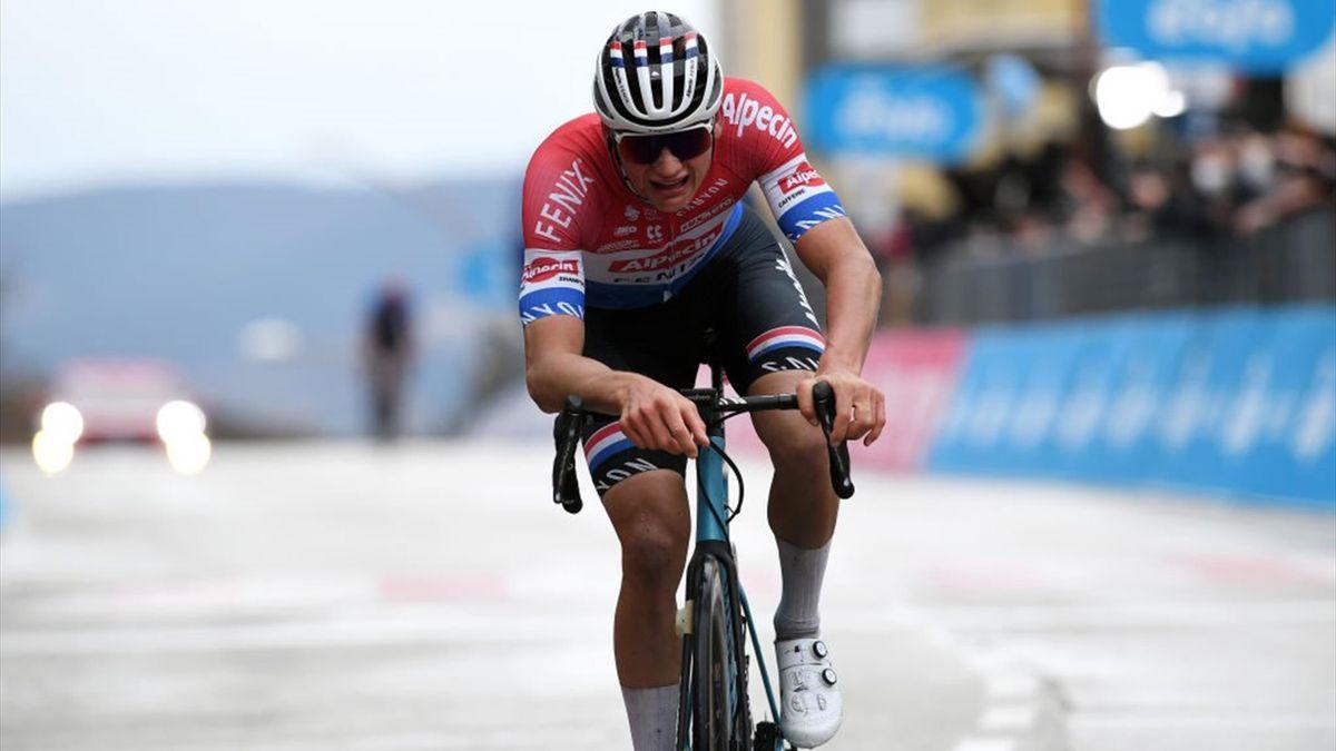Mathieu van der Poel all'arrivo di Castelfidardo - Tirreno-Adriatico 2021 - Getty Images