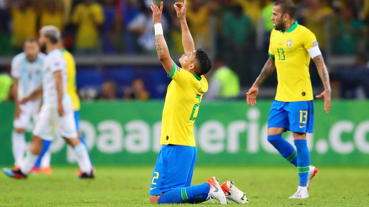 Le Brésil de Thiago Silva et Dani ALves a fait tomber l'Argentine en demi-finale de la Copa America