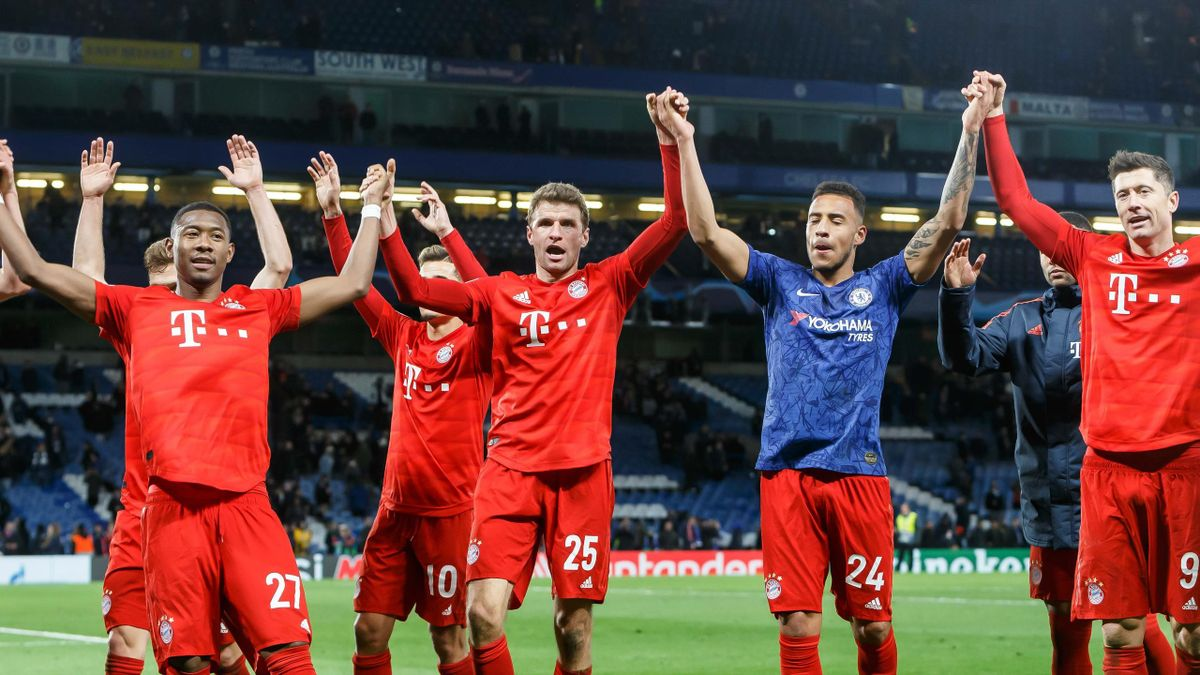 he player's of Munich celebrate after winning the UEFA Champions League round of 16 first leg match between Chelsea FC and FC Bayern Muenchen at Stamford Bridge on February 25, 2020 in London, United Kingdom.