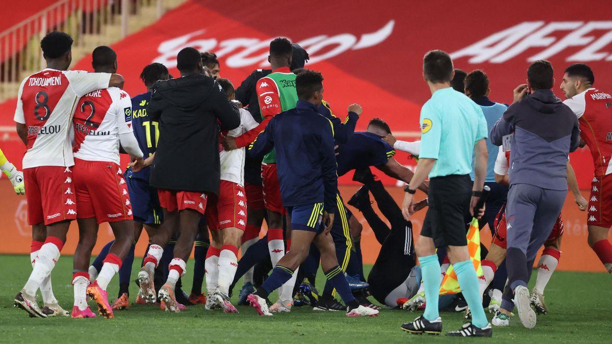 Драка в матче «Монако» – «Лион»