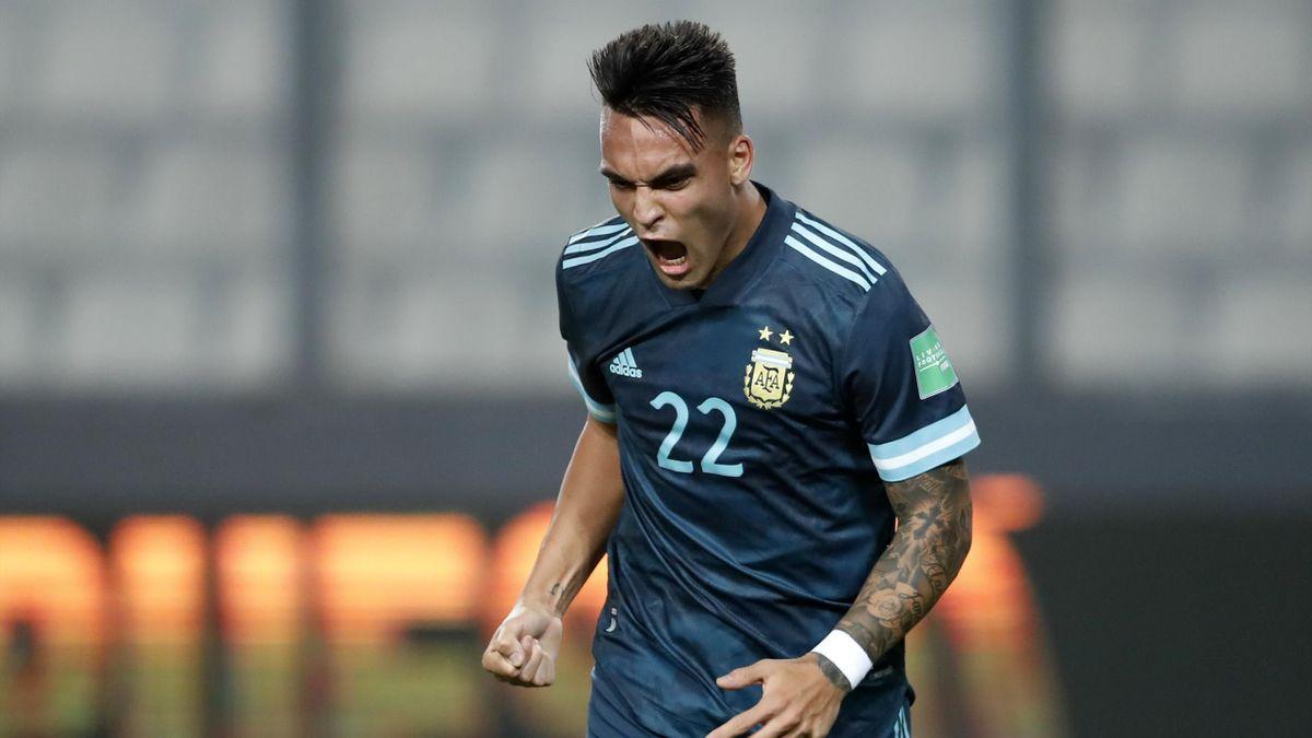 Lautaro Martinez in gol con la maglia dell'Argentina