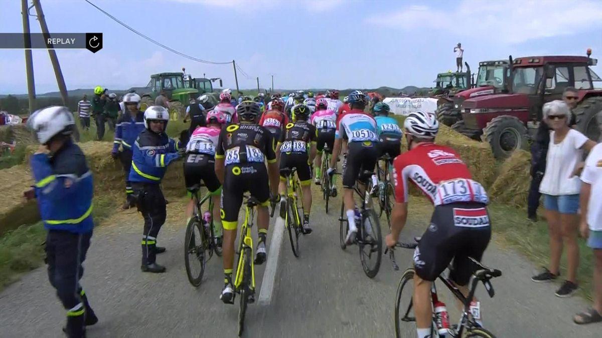 Tour de France : farmers attack riders