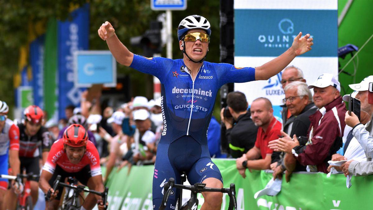 João Almeida (Deceuninck - Quick-Step) bejubelt seinen Sieg auf der 1. Etappe der Luxemburg-Rundfahrt