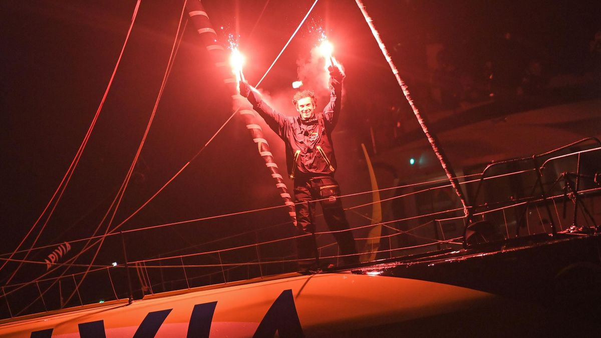 Charlie Dalin à l'arrivée du Vendée Globe le 27 janvier 2021