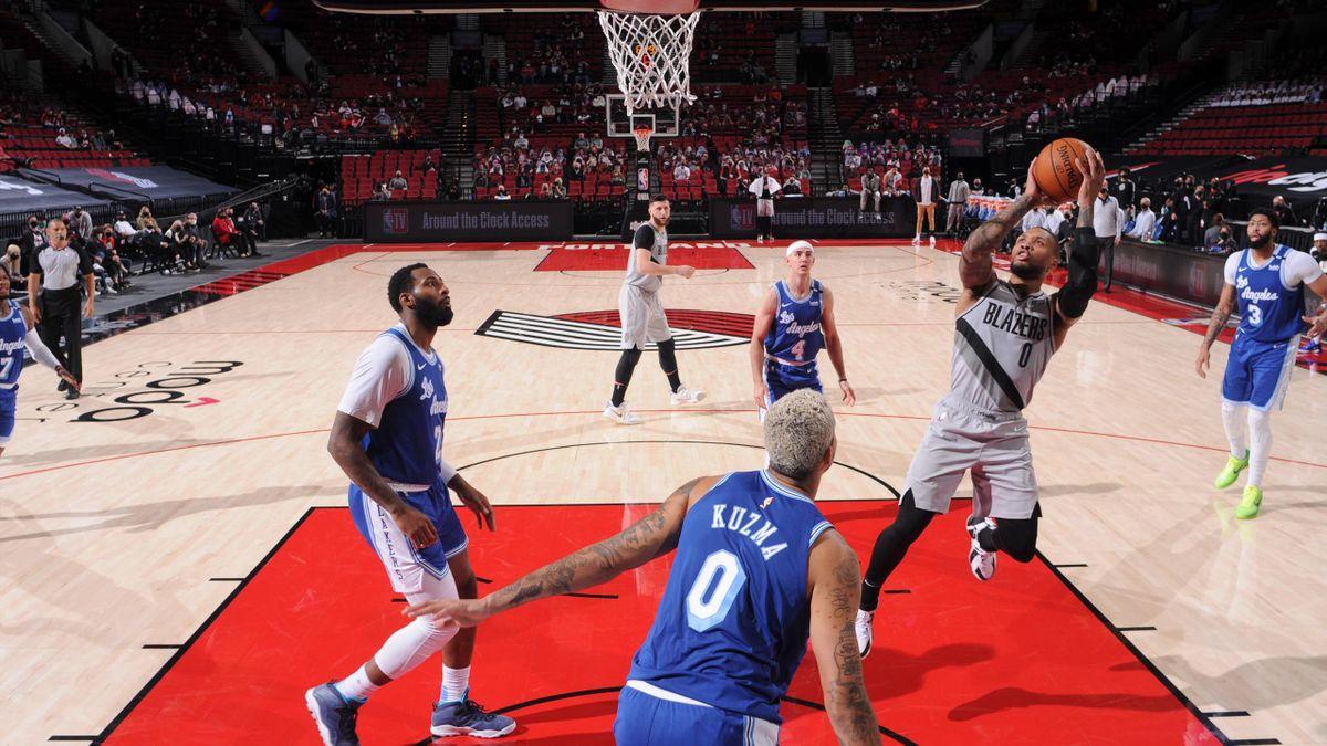 Damian Lillard nella sfida contro i Los Angeles Lakers