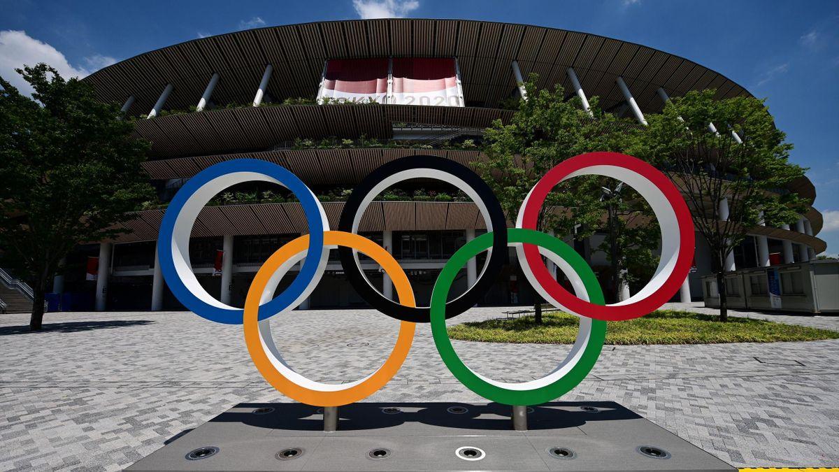 Olympische Ringe vor dem Stadion in Tokio