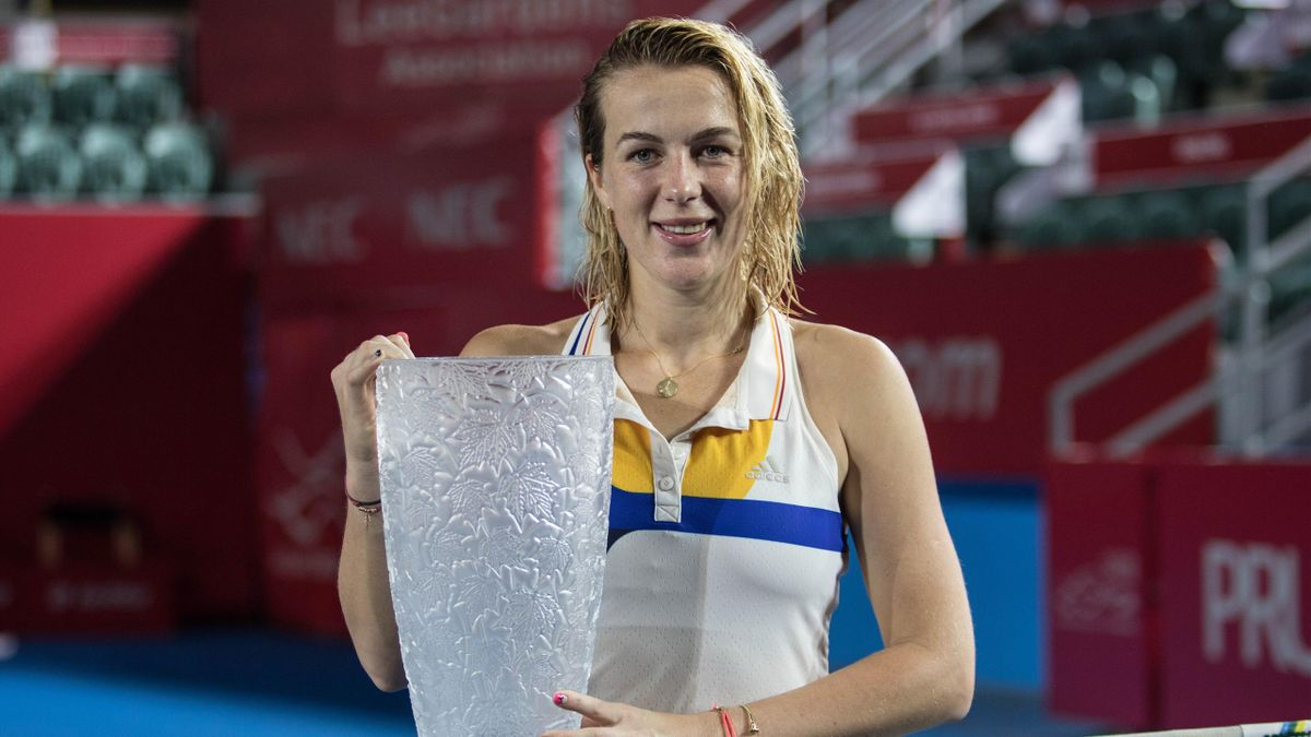 Russia's Anastasia Pavlyuchenkova poses with the winner's trophy after victory against Australia's Daria Gavrilova during the women's singles final at the Hong Kong Open tennis tournament on October 16, 2017.