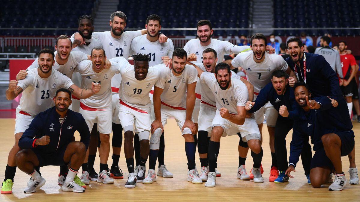 L'équipe de France de handball après sa qualification en finale à Tokyo