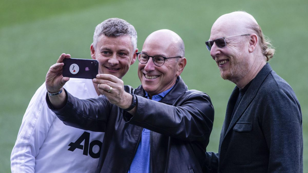 Ole Gunnar Solskjaer takes a selfie with Avram Glazer and Joel Glazer owners of Manchester United