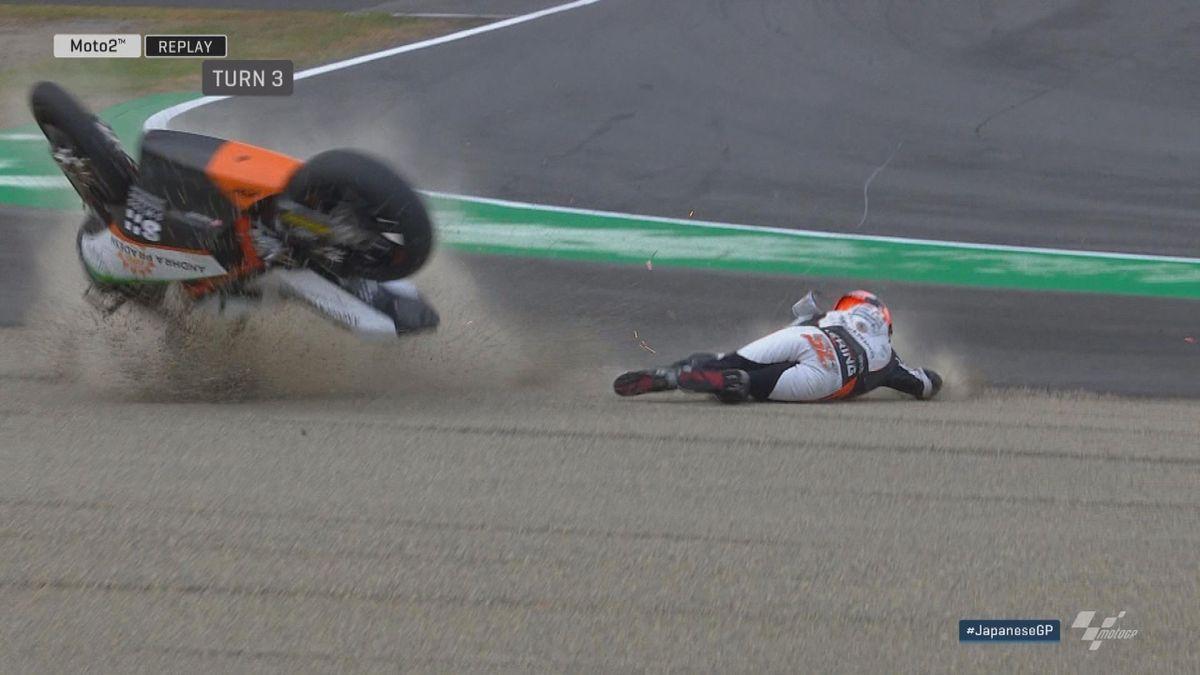 GP Japan: Moto 2 FP2 - Crash Sam Lowes