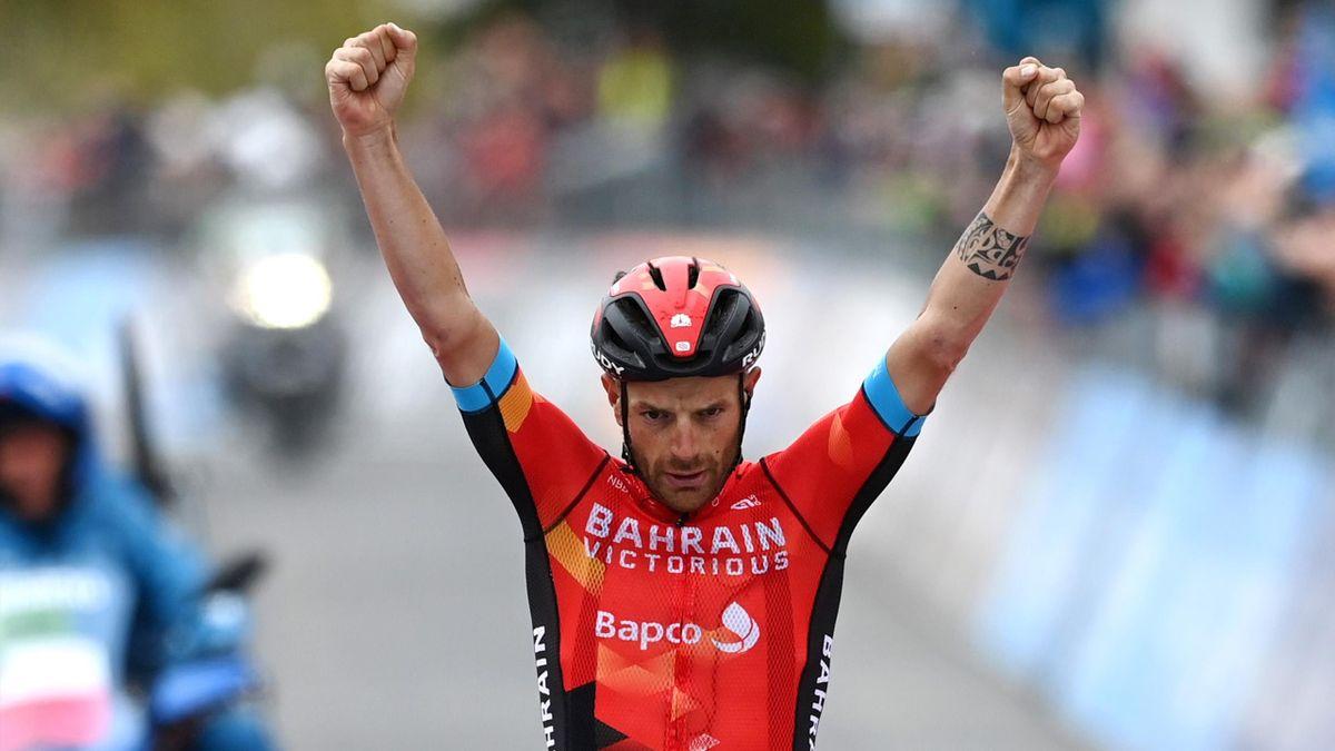 Damiano Caruso sul traguardo di Alpe Motta - Giro d'Italia 2021
