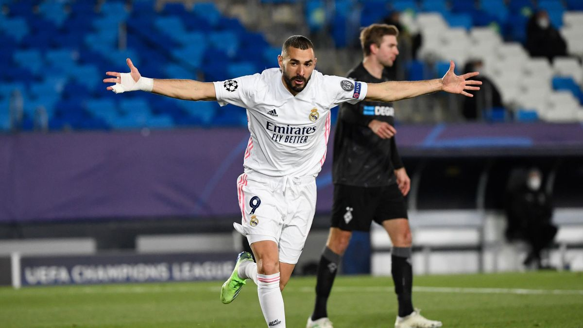 Real Madrid's French forward Karim Benzema celebrates after scoring during the UEFA Champions League group B football match between Real Madrid and Borussia Moenchengladbach at the Alfredo Di Stefano stadium in Valdebebas, northeast of Madrid, on December